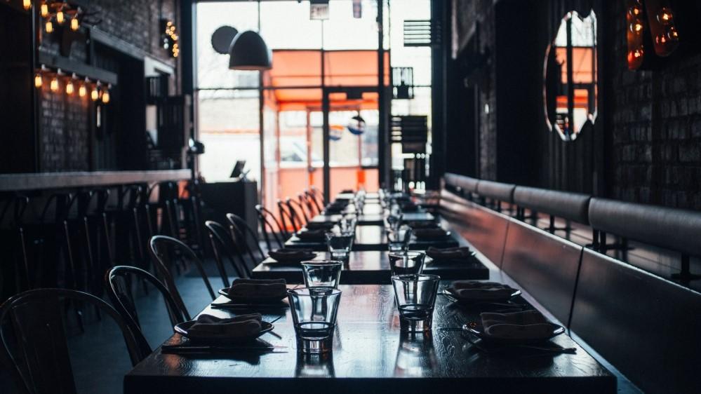 Empty restaurant andrew-seaman-sQopSb2K0CU-unsplash