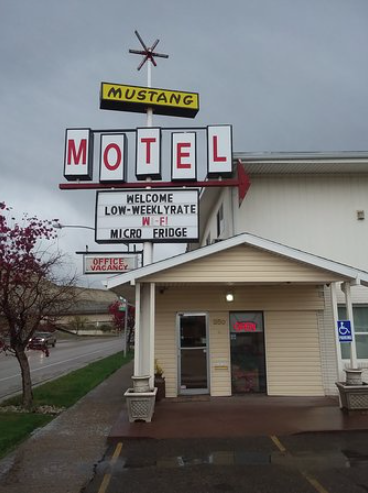 Mustang Motel Front 2