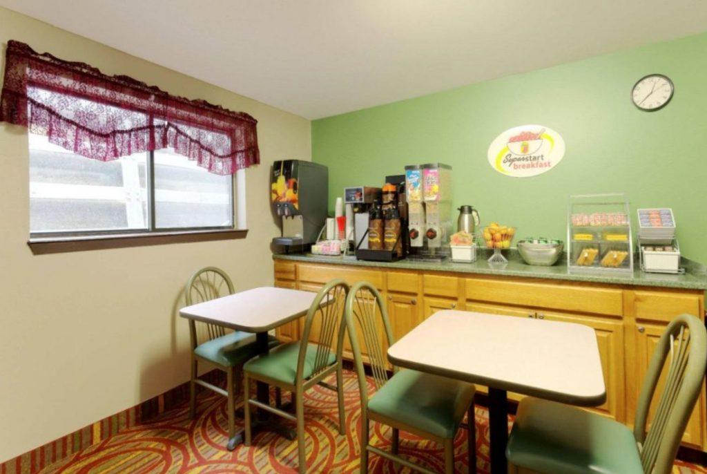 Super 8 Breakfast Area