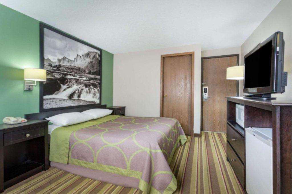 Super 8 Room