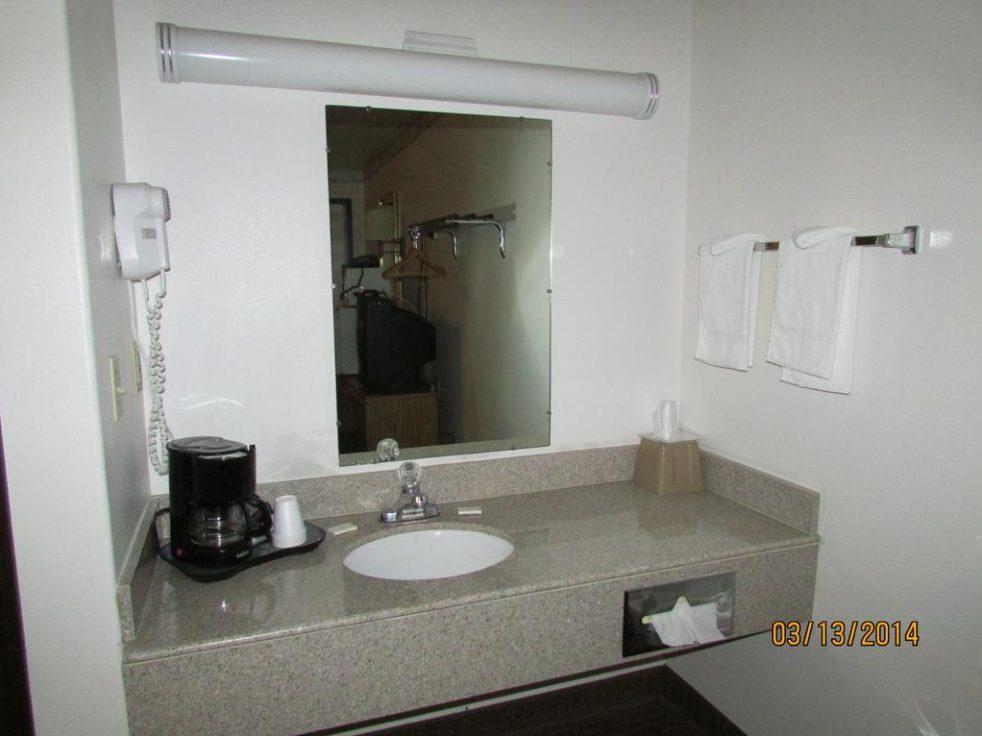 Western Inn Bathroom