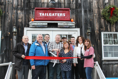 Tailgaters-Ribbon-Cutting-Photo_400x266