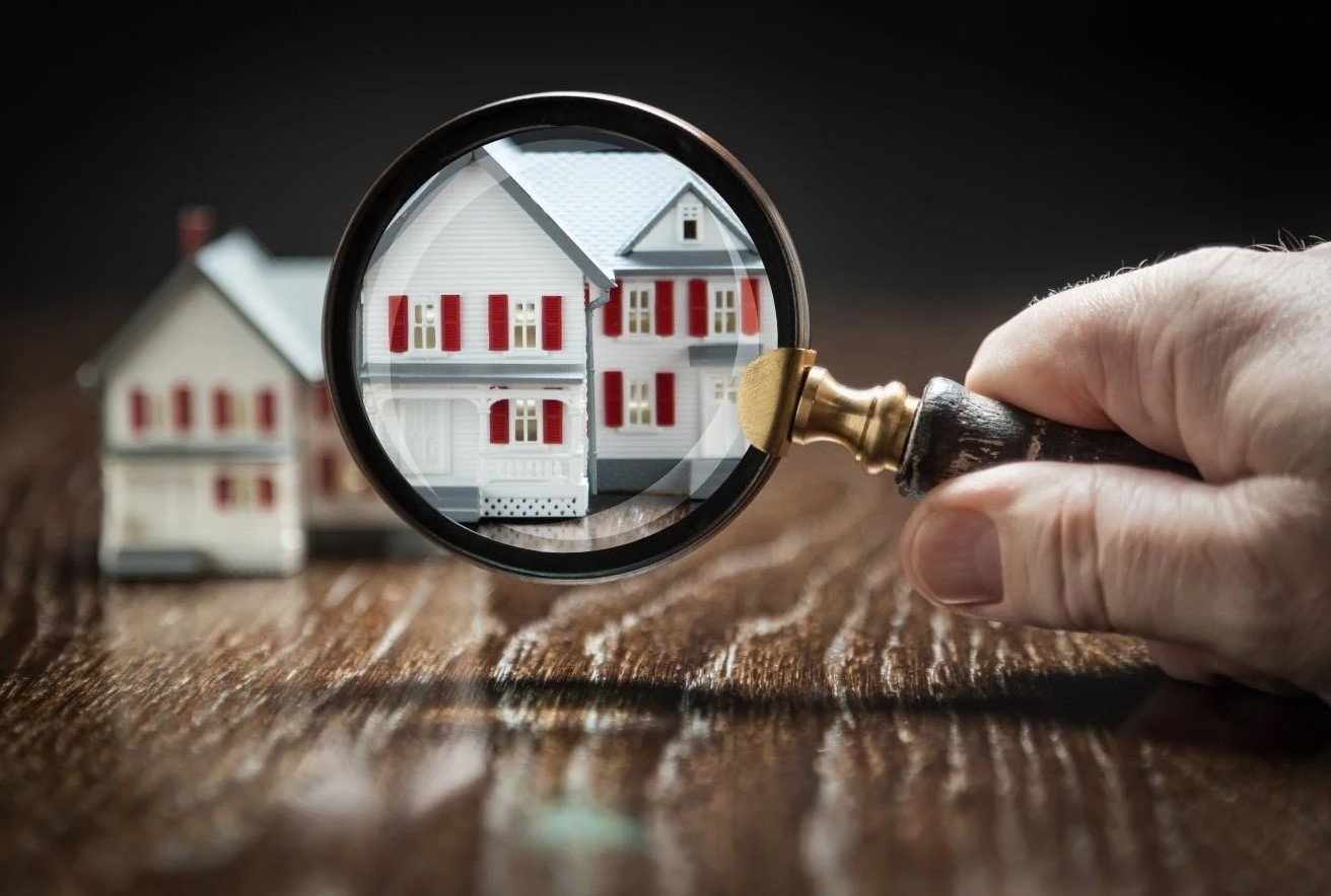 magnifying glass pointed at tiny house