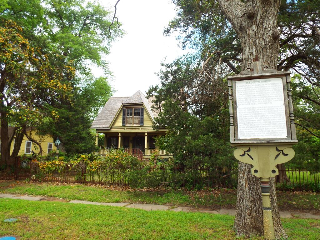L. E. Griffith House, 805 First St, Terrell, Texas
