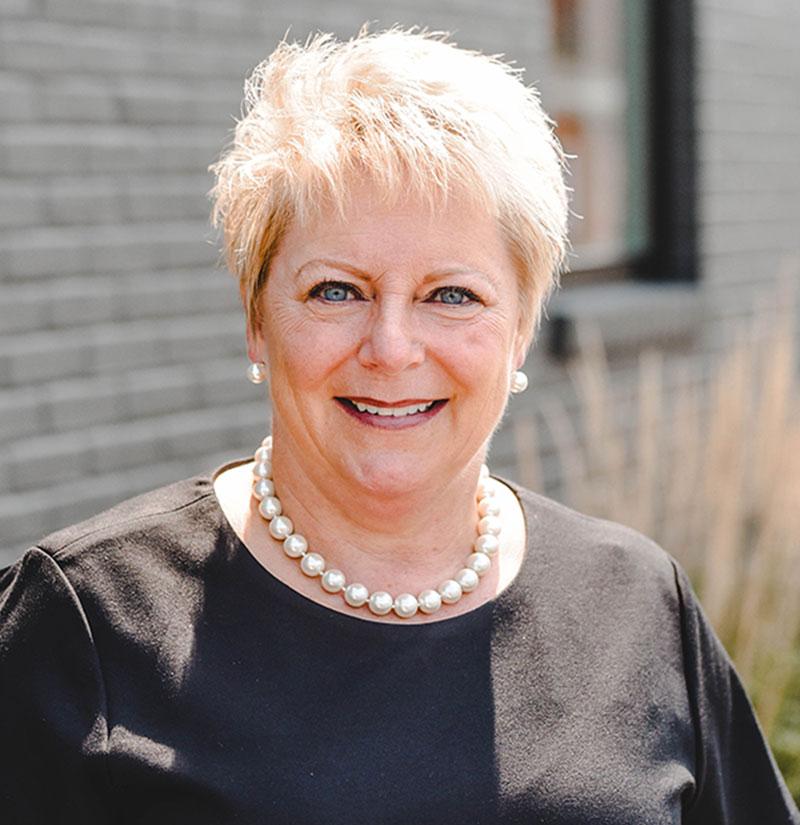 Darlene-DeWitt_Ambassador-Winner-2020 Headshot-Cropped