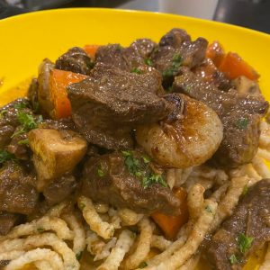 Apiary plate with Beef Bourguignon