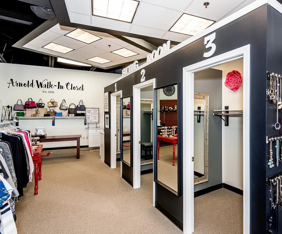 Arnold Walk in Closet