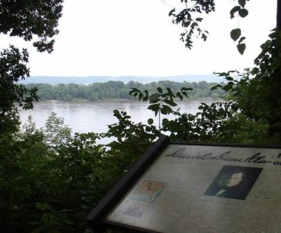 Gov. Daniel Dunklins Grave