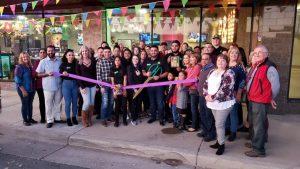 Photo of Papas & Wings staff at ribbon cutting