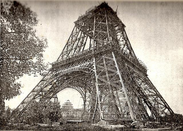 eiffel-tower-under-construction-1166143_640