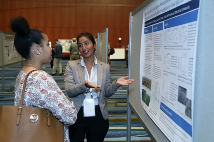 SWaMMP student Gabriela Judd presenting her award-winning poster at the SWS Annual Meeting