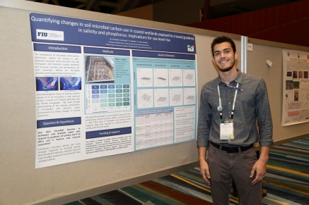 SWaMMP student Marco Fernandez at the SWS Annual Meeting poster session