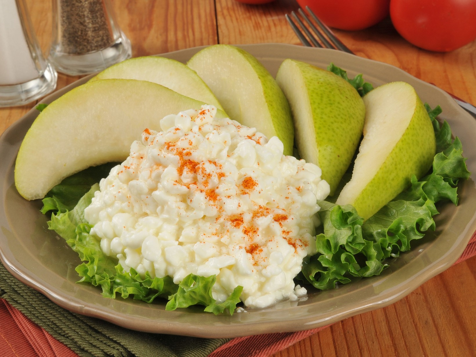 CAL snack pear cottage cheese