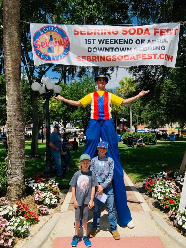 soda fest kids with man on stilts