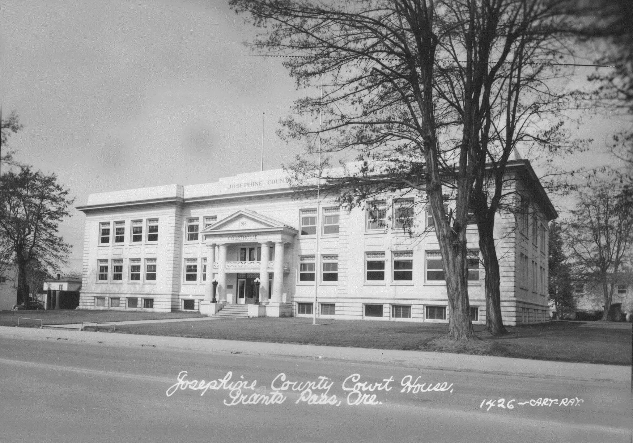 historic courthouse photo