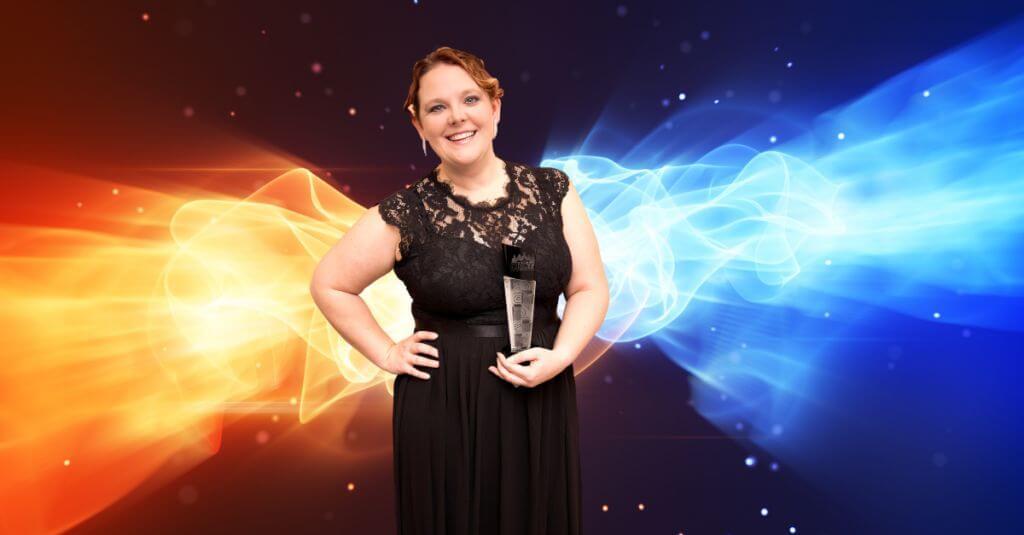 woman with horizon award