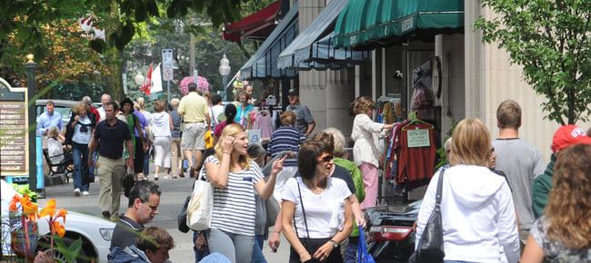 busy Saratoga sidewalk