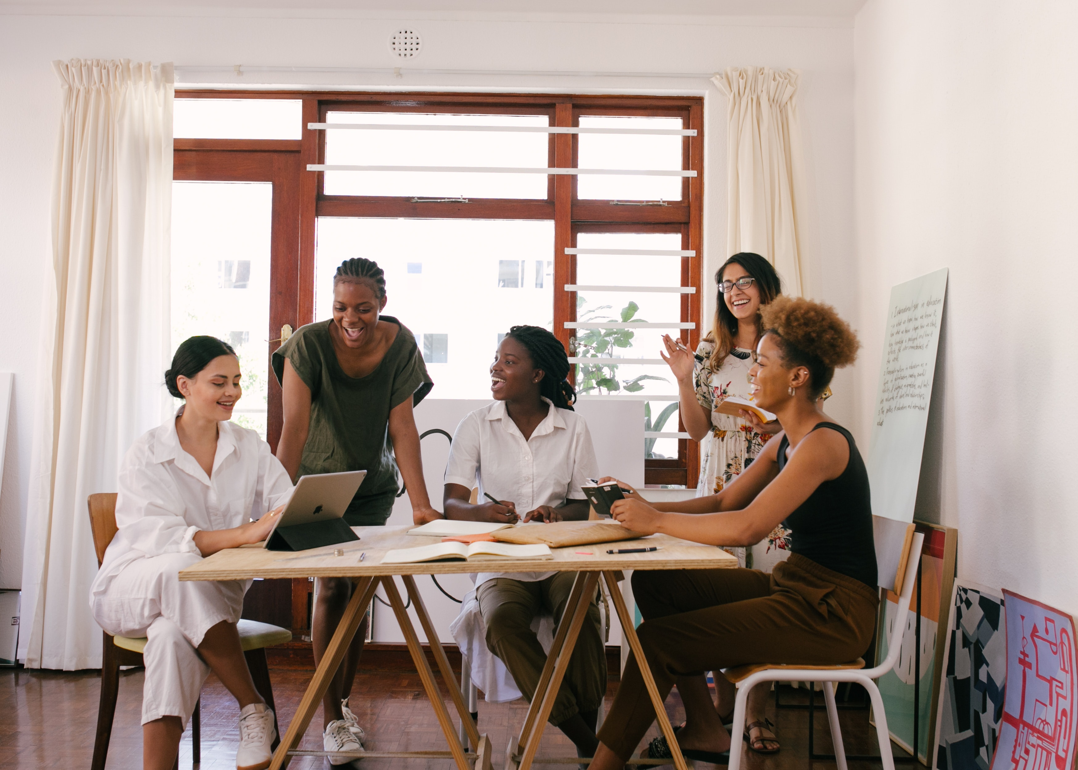 group-of-women-having-a-meeting-3810754