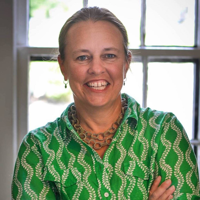 Teresa Keenan headshot green resized LG