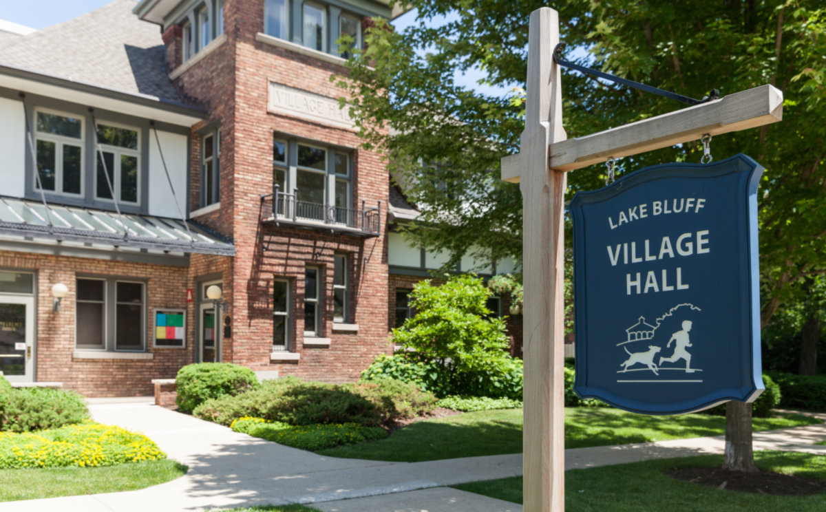 LakeBluff_IL_sign village hall